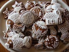 Zasnežené Christmas Sweets, Christmas Cookies, Xmas, Fancy Cookies, Sugar Cookies, Christmas Biscuits, Honey Cake, Cookie Icing, Gingerbread Cookies