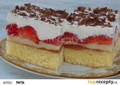 Jahodový koláč s pudinkem a šlehačkou