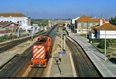 High quality photograph of CP Portugal Alco (CP 1520 class) # 1525 at Pinhal Novo, Portugal. Location Map, Photo Location, Locomotive, Trains, American, Train, Iron, Landscapes, Parking Lot