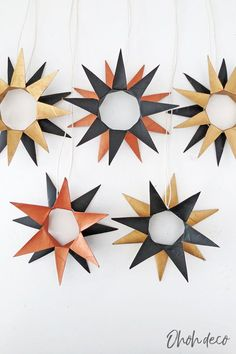 Easy to make Christmas ornaments, perfect for adults and kids. Reuse toilet rolls to make pretty star-shaped ornaments. They are very simple to make. Match them to your winter decor by painting them the colors you like. Have fun trying this super easy DIY Christmas decoration. #holidays #recycle #cardboard #tree
