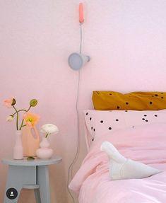 Pretty in pink by @prchtg #prettyinpink #pinkspiration #dutchdesign #mkporcelain #foekjefleur #flesvaas #pink #porcelain #pinkterior #regram found on instagram/foekjefleur