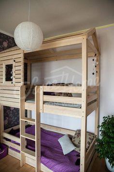 Einheitsgröße-Etagenbett für Kinder, die als Bett zu schlafen und als Spielfläche genutzt werden kann. Etagenbett ist aus massivem Birkenholz mit Schlafraum in den unteren und oberen Teilen gefertigt. Bett ist einzigartiges Design und passt für Familien, wo 2 Kinder zusammen