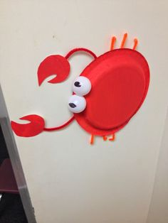 paper plate crab ocean fish summer craft art. This is about the only thing that would work for the ocean theme.