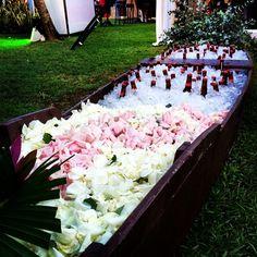 """""""#casamentotalieninho em Itacimirim. Decoração @mauricio_kurihara, drinks e canoa de cerveja #conceptbar. #pousadadaespera #budweiser #budweiserboat #weddingbar #ocharmedafesta"""" Photo taken by @concept_bar on Instagram, pinned via the InstaPin iOS App! http://www.instapinapp.com (07/19/2014)"""
