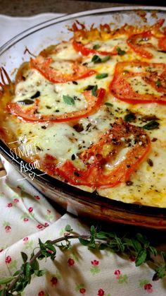 Esse assado de berinjela é a opção de hoje para a quinta sem glúten. Leva queijo muçarela, molho de tomate, cebola e alho. Fica uma delícia!