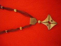 Collar con figura 3D en miyuki oro y bronce. abaloriosfrancia.blogspot.com
