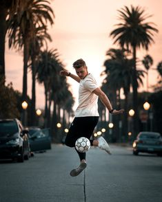 Chasing sunrises and sunsets in Los Angeles🌅 with 💯 Exploring West… Soccer Boys, Team Pictures, World Football, Tobias, Sunrises, Exploring, Resume, Dreams, Life