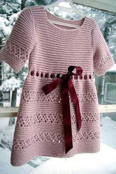Crochet Baby Dress Pattern, Knit Baby Dress, Knitted Baby Clothes, Baby Knitting Patterns, Baby Patterns, Crochet Clothes, Kids Dress Wear, How To Purl Knit, Crochet Slippers
