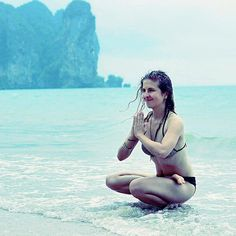 Balance is a key to happiness. Balance your body mind relationships. Introduce work-life balance rational diet and ad some adventures to your cosy home time... And everything will be just fine   Równowaga to klucz do szczęścia. Wprowadź stan równowagi do swojego ciała umysłu i relacji. Balans w relacji praca-dom zbilansowana dieta i trochę przygód do bezpieczeństwa domowego zacisza... I wszystko będzie dobrze   #thailand #tajlandia #jeeyoga #beach #plaża #sunny #islandlife #polishgirl…