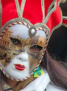 https://flic.kr/p/fJR4Mf | Great mask (IMG_4129) | This photo is from the last day, 12 February 2013, of the 2013 Carnavale in Venice - it was such a great experience. The entire event was a blast - I expected a lot of stuff happening on the last day but it was rather quiet - I think the weather had something to do with it - a bit of snow in the morning and then cold and gray most of the day. There were not a lot of costumed characters out and about but the ones that were there were a blast…