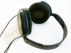 How to use classical music in the classroom – Classical music can be a powerful tool when played in the classroom. With headphones, students can also enjoy classical music while working on individual tasks. http://www.califone.com/blog/2011/07/23/increase-the-music-not-the-noise/ #edchat #educhat