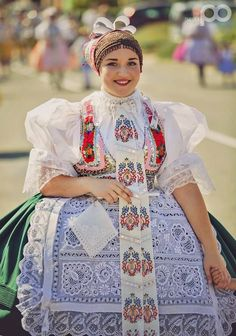 Post with 2401 votes and 134935 views. Shared by PastStuff. Folk costumes of Europe (women's edition) Ethnic Fashion, Womens Fashion, Fashion Trends, Ethnic Outfits, Ethnic Clothes, Folk Clothing, Culture Club, Folk Dance, Folk Costume