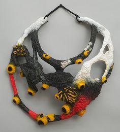 Malowane ukwiały (Jane Ladana_ - Natchnione kawałki Neck Masa inspiracją do wykonania biżuterii z... na przykł. - papier mache