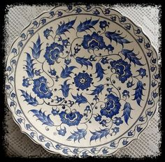 emeklilik hobileri: çinilerim-13 Turkish Art, Turkish Tiles, Turkish Plates, Clay Plates, Ceramic Plates, Pottery Painting, Ceramic Painting, Ceramic Decor, Ceramic Art