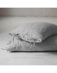 Almohadón Oregon Gris Algarrobo Malva, Pillow Design, Oregon, Bed Pillows, Pillow Cases, Pattern, Relleno, Bedroom, Ideas