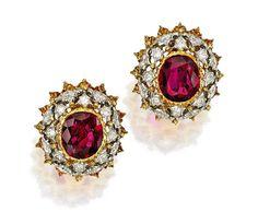 Pendientes Buccellati en oro de 18 quilates con dos rubíes cojín de 5,35 quilates rodeados de diamantes. Su valor estimado está
