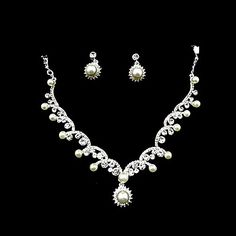 Elegant Pearls/ Rhinestone In Silver Ladies' Jewelry Set Including Necklace And Earrings – USD $ 19.19