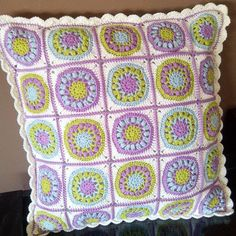 Ready. Cushion front  #cherrishthedaysquare I was tagged by the lovely and talented Frederika @frehaakt to share my crochet at the moment. Go see her feed cause it is delicious. Thanks Frederika for the tag  I just finnished my pillow, finally.  Will you like to play @elisabethandree @majashobbyrum @mariarosko No pressure, of course