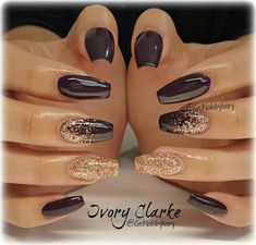 I love these black and gold accented nails. #FrenchTipNails