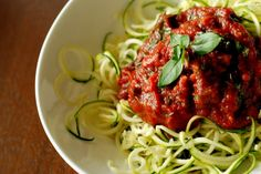 Low Carb Zippy Garlic Basil Marinara and Zucchini Noodles - Yes - have to get this spaghetti noodle cutter! Clean Eating, Healthy Eating, Detox Recipes, Paleo Recipes, Detox Foods, Making Zucchini Noodles, Zucchini Spaghetti, Paleo Spaghetti, Meals For One