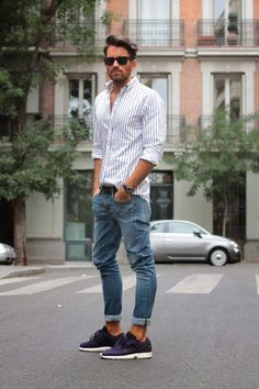 Bottom shirt with jeans and sneakers. Cool and casual