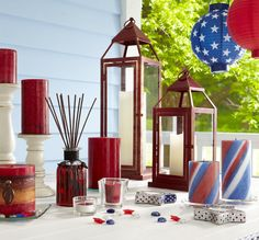 You can never have too many accessories in patriotic colors at the table