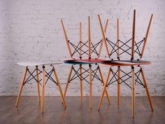 RANA Pall Grå/träben - Sittpall med sits i plast, finns i flera färger från Furniturebox