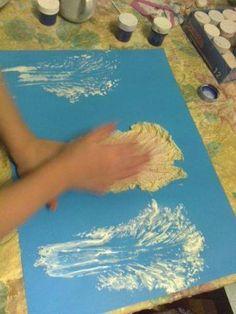 malujeme  otiskováním zelného listu 7 Year Olds, Plastic Cutting Board, Crafts For Kids, Painting, Art, Winter Time, Crafts For Children, Art Background, Kids Arts And Crafts
