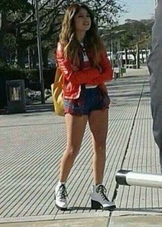Disney Channel, Luna Fashion, Cool Outfits, Casual Outfits, Image Fun, Son Luna, Hat Hairstyles, Disney Films, Cute Pictures