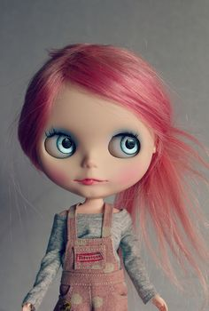 Beautiful colors, hair & eyes; cute outfit & biting her little lip...want!