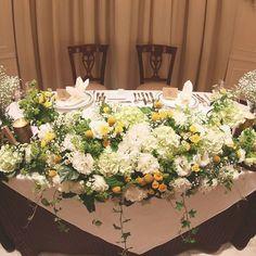 ボリュームたっぷりの装花が美しい高砂* グリーン、ホワイト、イエローのナチュラルなカラーでまとめてあります♩ お花の下にはさりげなくスターガーランドを。 Yellow Wedding, Fall Wedding, Dream Wedding, Wedding Table Decorations, Wedding Arrangements, Wedding Notes, Table Flowers, Woodland Wedding, Wedding Images