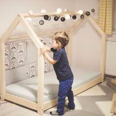 Dětská dřevěná postel ve tvaru domečku, 60x120 cm