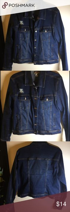 Denim Jacket Super comfy! Not stiff like traditional jackets.. Look at pictures for small blemish( small hole from a split seam..barely noticeable) Jackets & Coats Jean Jackets