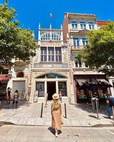 """Rafa Sampaio on Instagram: """"Meu #tbt❤️ de hoje em um dos lugares que mais amo no Porto e com uma beleza indescritível. A Livraria Lello é reconhecida como uma das…"""" 257, Street View, Instagram, Porto, Beleza, Lugares"""