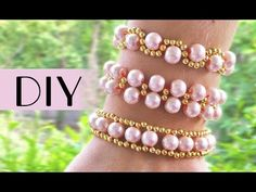 Are you seeking for inspirations on handmade bracelet or necklace for wedding? If yes, I really hope that my diy bead weaving bracelet for wedding could help. Beaded Jewelry Patterns, Bracelet Patterns, Beading Patterns, Beading Techniques, Beading Tutorials, Diy Beaded Bracelets, Homemade Jewelry, Bijoux Diy, Bracelet Tutorial