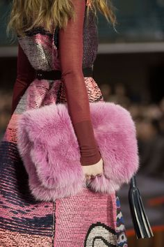 Roksanda Fur Clutch - The Best Accessories from London Fashion Week Fall 2015 fashion runway London Fashion Week's Best Accessories Moda Fashion, Fur Fashion, Pink Fashion, Fashion Week, Fashion Details, Winter Fashion, Womens Fashion, Fashion Design, Sporty Fashion