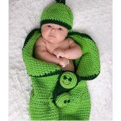 вяжем шапочку для младенца своими руками | Конверт вязаный на выписку из роддома ...