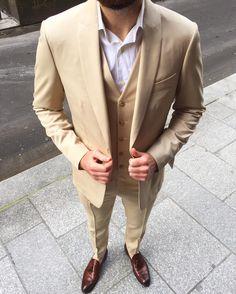 Pour l été le costume beige vaut tous les meilleurs costumes bleu et gris   costume  surmesure  homme  beige  ete  inspiration  style  blandindelloye   ideal ... 0ba6e5ec7983