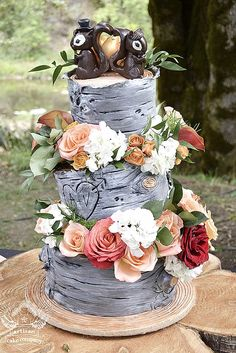 18 Must-See Rustic Woodland Themed Wedding Cakes ❤ See more: http://www.weddingforward.com/woodland-themed-wedding-cakes/ #weddings