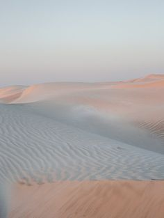 chiara zonca's 'tread softly' is a minimalistic take on sand dunes of oman desert is shot in the few seconds of light before the sun dips below the horizon. Oman Travel, Beige Aesthetic, Aesthetic Art, Abstract Nature, Dune, Landscape Photography, Photography Projects, Aesthetic Wallpapers, Futuristic