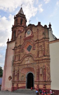 https://flic.kr/p/8TGjJQ | Misión Santiago de Jalpan | The Franciscan Missions of the Sierra Gorda in the Mexican state of Querétaro were declared a World Heritage Site by the UNESCO in 2003. They were founded by Junípero Serra of the Franciscan Order, who also founded important missions in Alta California.  The five missions are: Santiago de Jalpan and Nuestra Señora de la Luz de Tancoyol in the municipality of Jalpan, Santa María del Agua de Landa and San Francisco del Valle de Tilaco in…