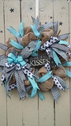 Dog bone wreath with beware of dog kisses sign. Dog Wreath, Burlap Wreath, Spring Wreaths, Christmas Wreaths, Dog Bones, Wreath Making, Print Ideas, How To Make Wreaths, Exterior Design