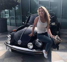 T3 Vw, Car Volkswagen, Vw Cars, Bus Girl, Vw Vintage, American Classic Cars, Vans Girls, Foto Pose, Biker Girl