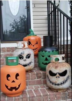 Post with 1704 votes and 88587 views. Tagged with halloween, hank hill; Shared by DabneyFarmer. Make use of old propane tanks Halloween Countdown, Halloween 2015, Halloween Season, Halloween Masks, Spirit Halloween, Halloween Decorations, Outdoor Decorations, Halloween Candy, Halloween Crafts