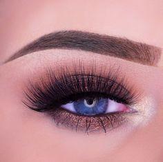 Makeup Geek Duochrome Eyeshadows in Steampunk and Voltage + Makeup Geek Eyeshadow in Frappe. Look by Melanie Kaagman
