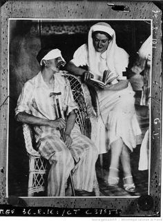 Spain - 1936-39. - GC - Mme Cesares Quinoza, femme de l'ex-Ier ministre espagnol, volontaire, dame de la Croix Rouge