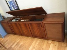 1970's mid centure modern barzilay walnut stereo by thetouch956