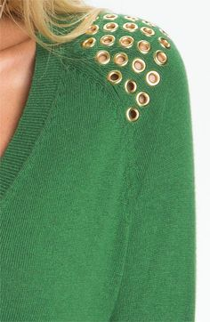 Use grommets to embellish the shoulders of a sweater or top . Diy Clothing, Sewing Clothes, Fast Fashion, Diy Fashion, Embroidery Fashion, Fashion Fabric, Refashion, Fashion Details, Couture