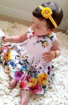 Tiara PRIMAVERA amarelo ouro com flor   Finessè   Elo7 Baby Girl Dress Patterns, Little Girl Dresses, Baby Dress, Girls Dresses, Fashion Kids, Baby Girl Fashion, Outfits Niños, Kids Outfits, Summer Baby Pictures