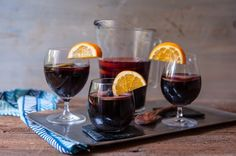 Simple and delicious sangria! And tips to customize it to make it the perfect signature sangria for you. Step by step with photos.